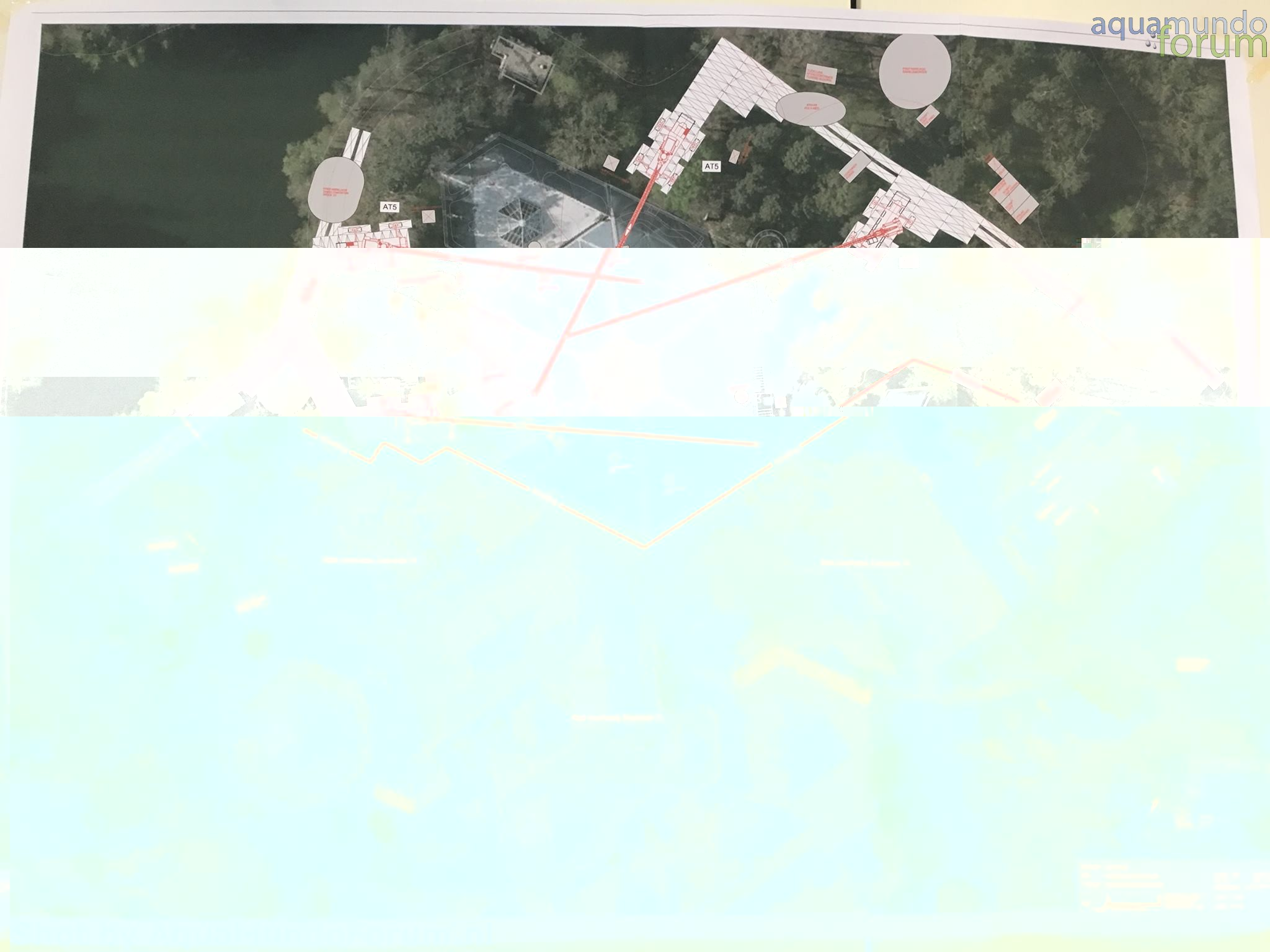 Overzicht waar de hijskranen staan vanuit de lucht.jpg