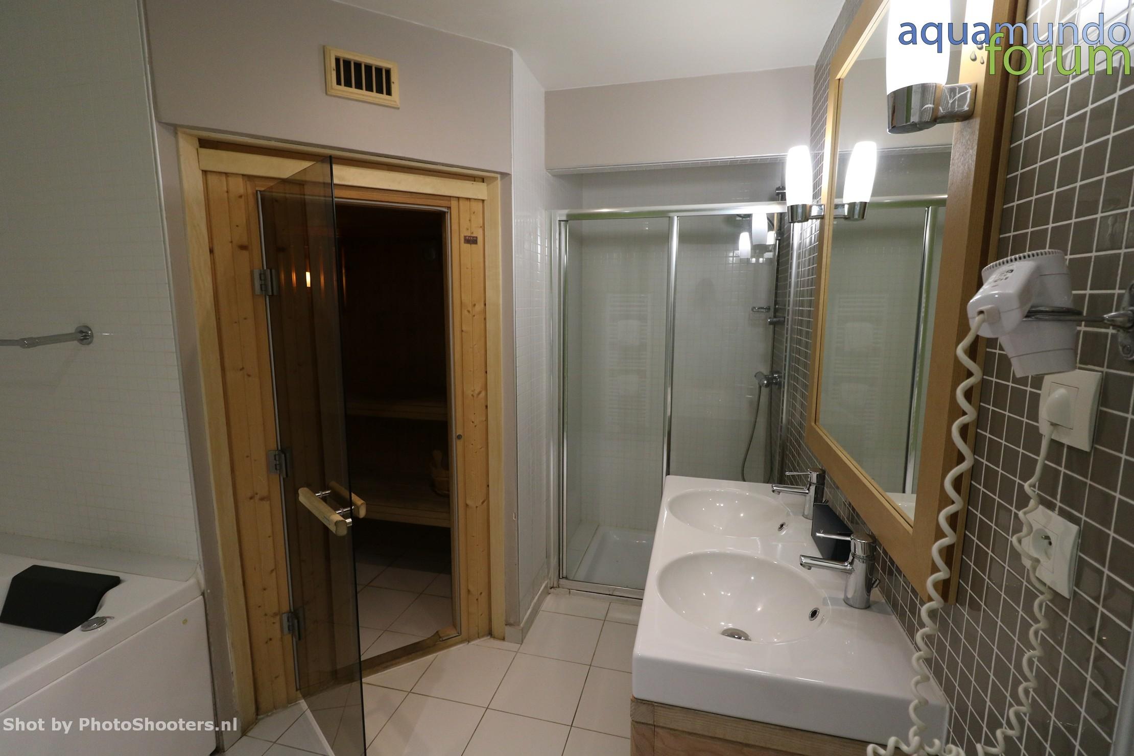 Center Parcs Les Hauts de Bruyeres 12P VIP Cottage (16).JPG