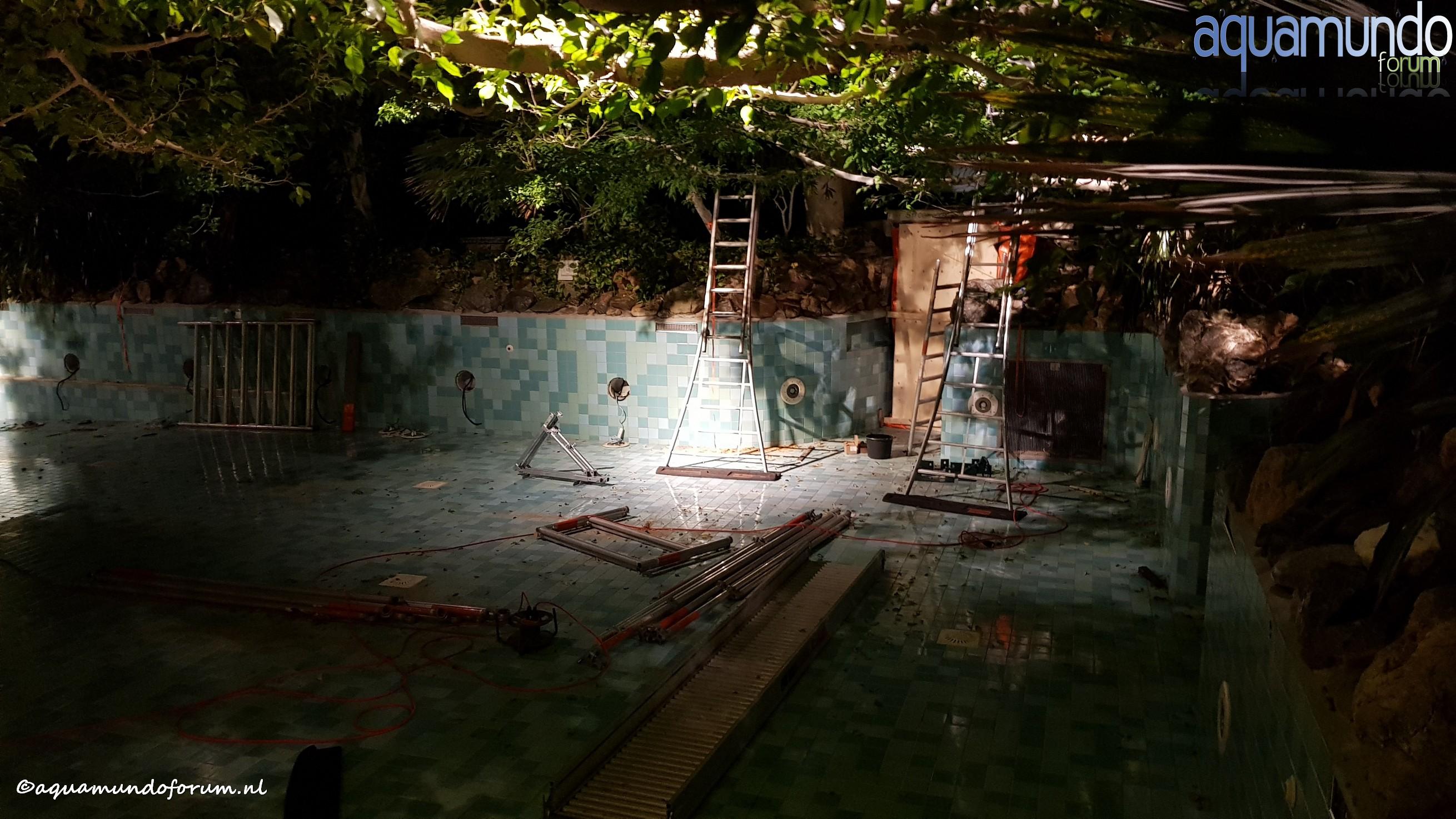 Onderhoud 25 meterbad Aqua Mundo Center Parcs De Huttenheugte (1).jpg
