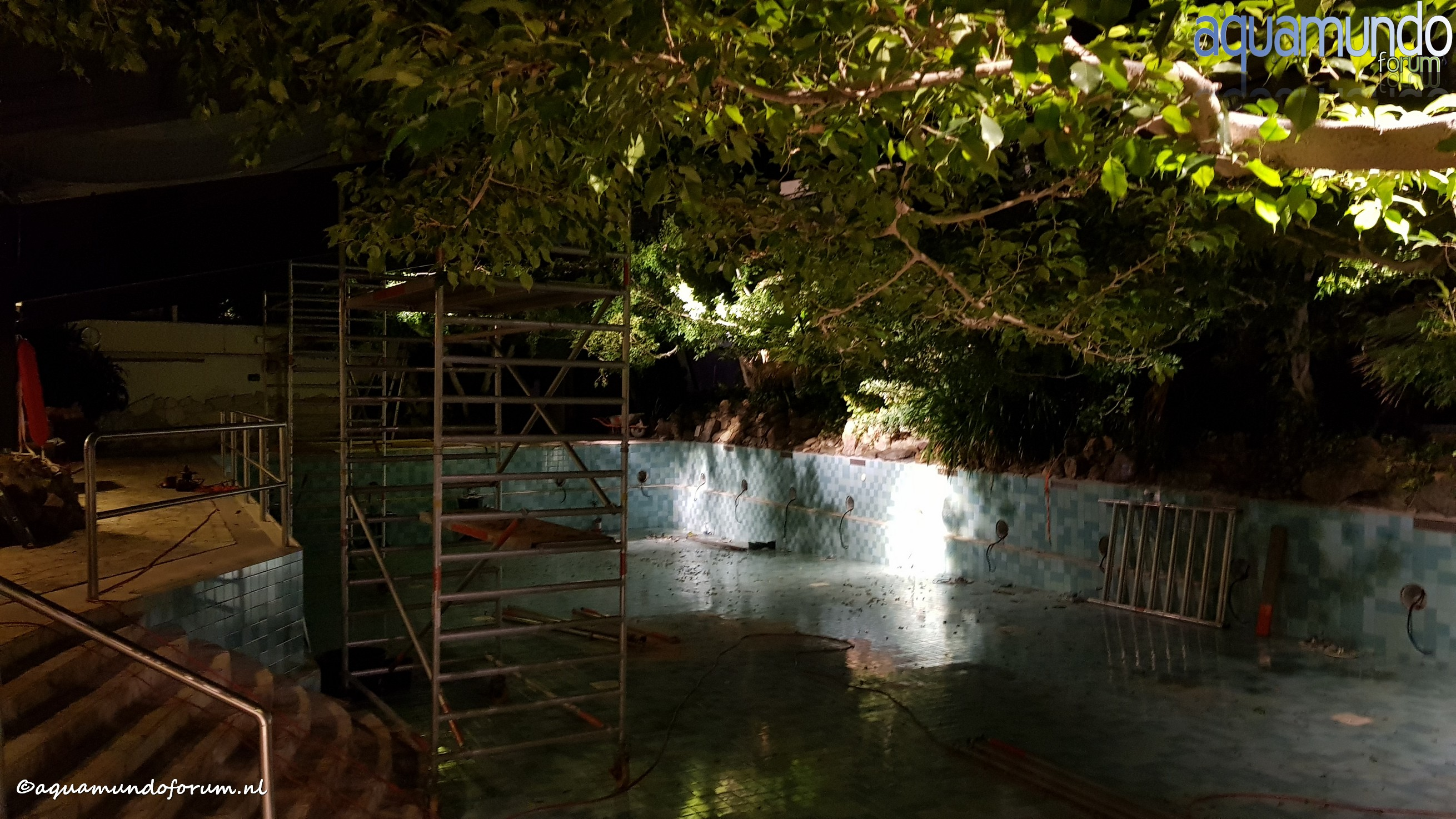 Onderhoud 25 meterbad Aqua Mundo Center Parcs De Huttenheugte (2).jpg