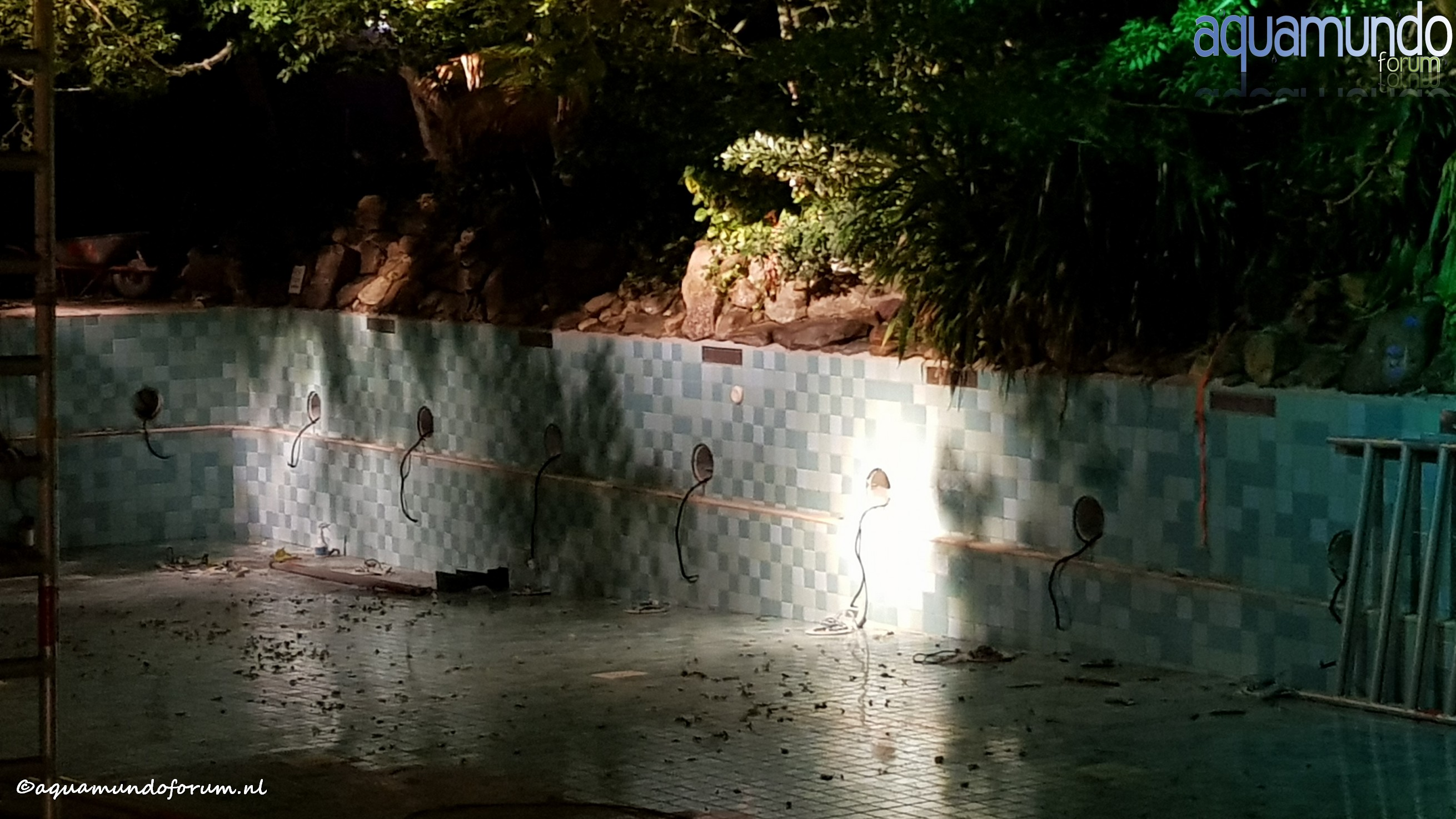 Onderhoud 25 meterbad Aqua Mundo Center Parcs De Huttenheugte (3).jpg