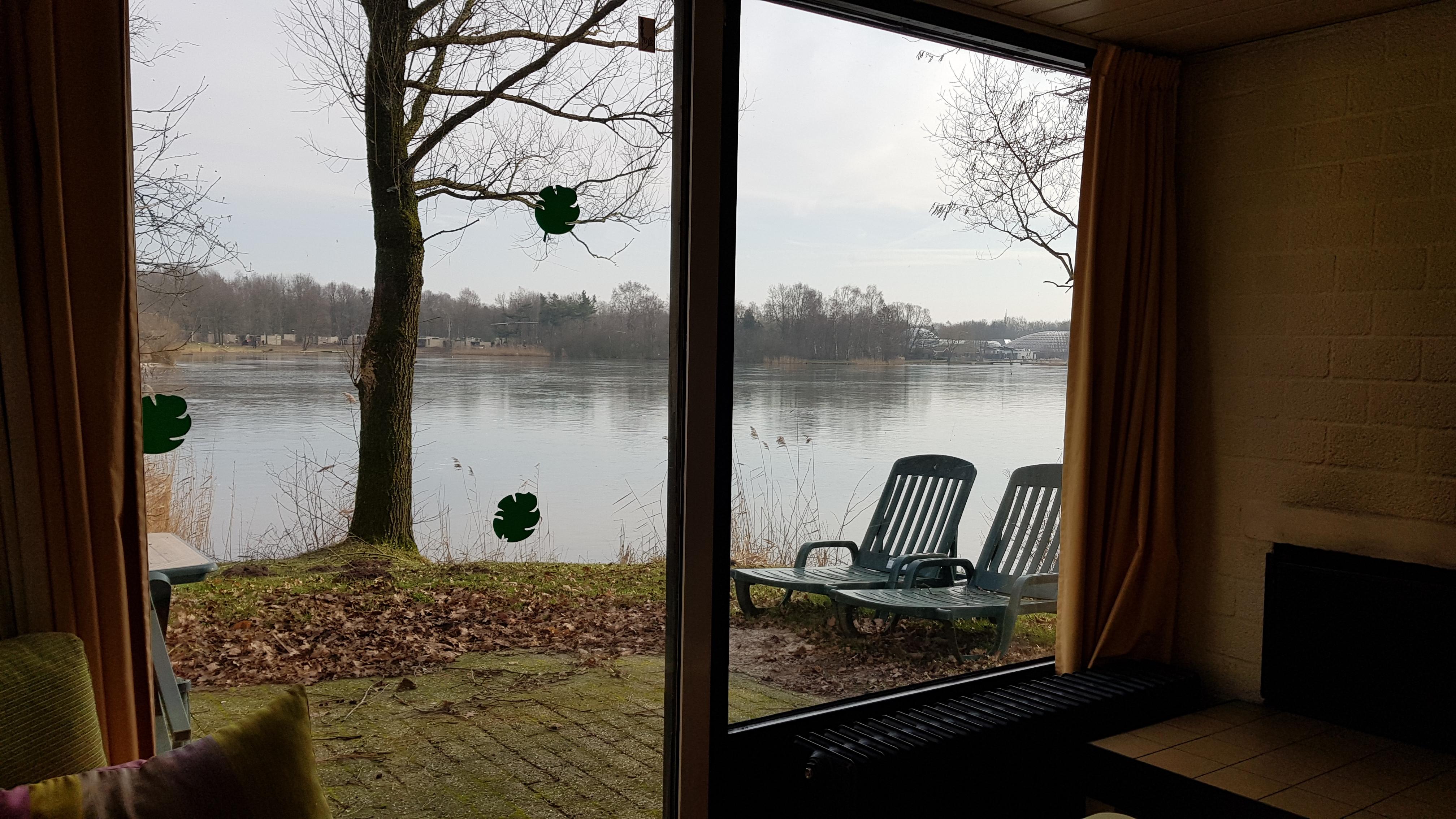 Uitzicht over meer 2 persoons comfort Center Parcs De Huttenheugte (1).jpg