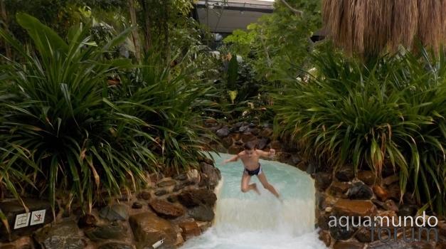 Spetteren in de Aqua Mundo van Center Parcs Het Heijderbos